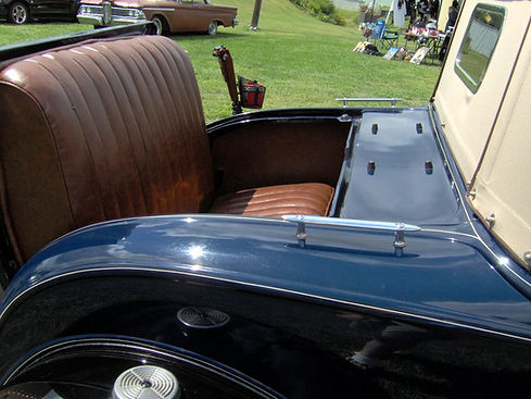 1931_Ford_Model_A_roadster_rumble_seat.j