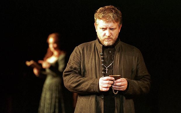 Simon Russell Beale playing the part of Prince Hamlet
