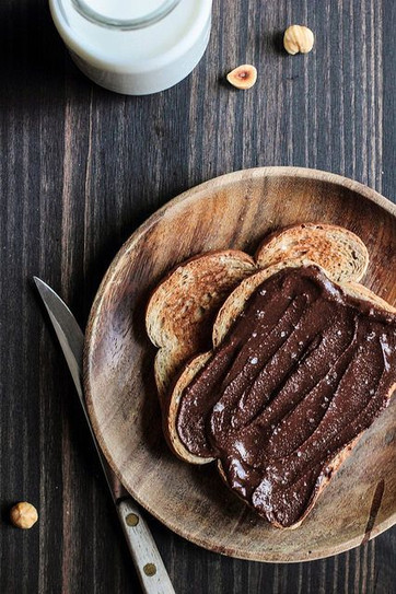 4 Ingredient Homemade Hazelnut Spread