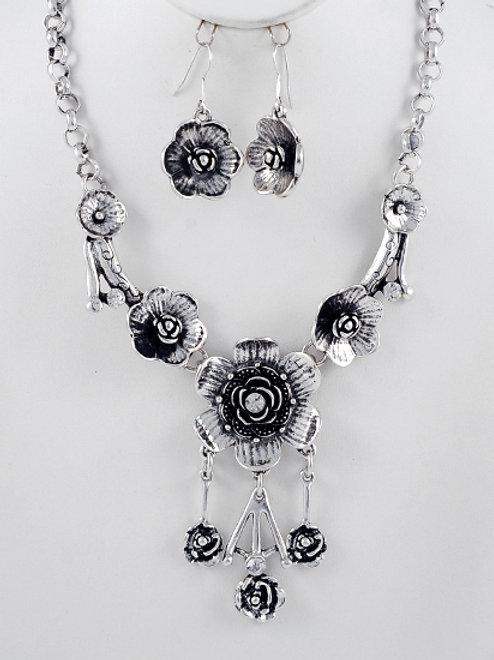 Flower Power Necklace Set
