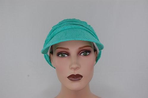 turbante visera en tela de viscosa color verde pastel , muy suave .