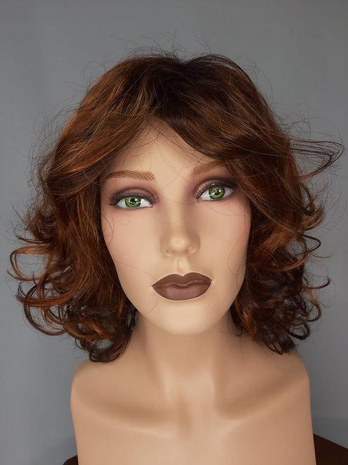 peluca con ondulaciones iluminaciones rojizo  cobrizo con castaño  oscuro