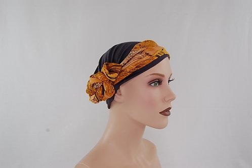 turbante gris con pañuelo color mostaza estampado , base de tela de bambú para pieles sensibles