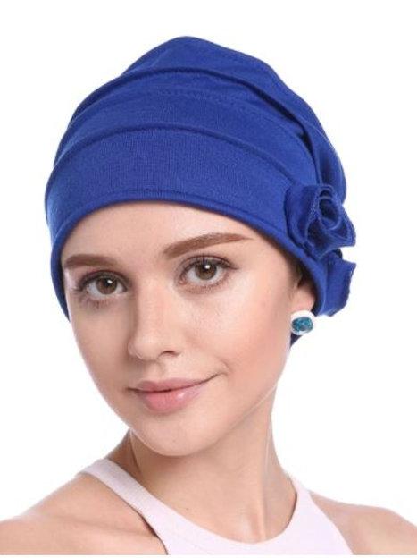 tubante acrilico color azul  con pliegues y flor  a un lado