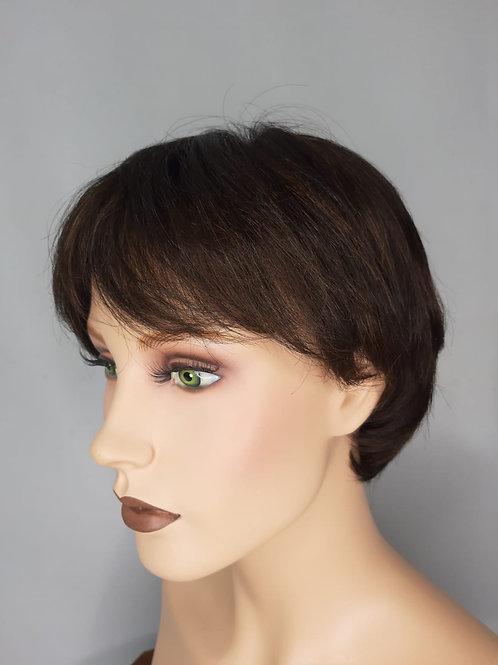 peluca indetectable cabello corto con efecto de raya, en fibra