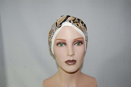 turbante en base de tela de bambú color crema con pañuelo estampado animal print