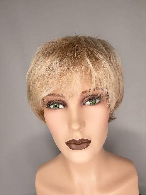 peluca rubia con lacefront con efecto de crecida del cabello