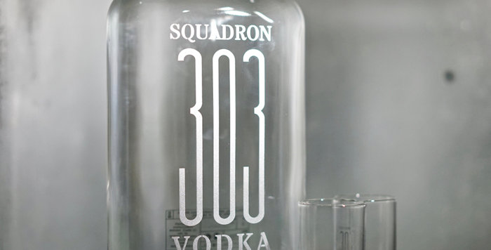 Coffret Vodka Squadron 303 + 2 shooters - 70cl