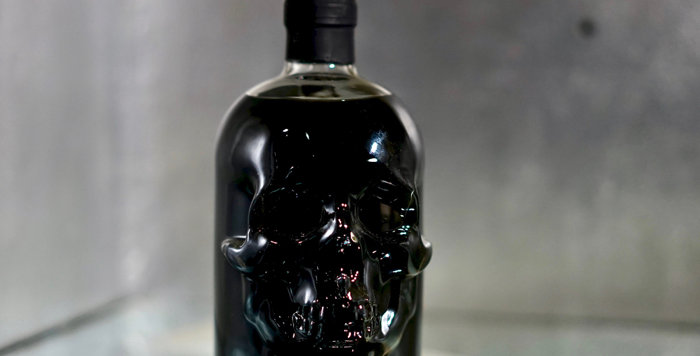 Black head Absinthe in glass skull - 50cl