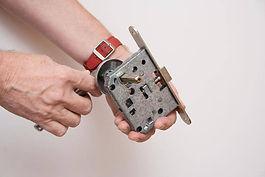 door-cylinder-replacement-manulanfix.jpg