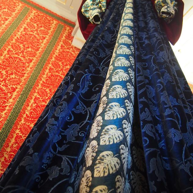 Robe de Françoise de Foix,  haute sur ses 3 mètres