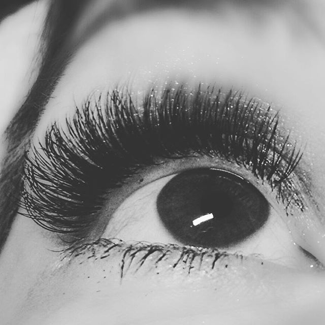 Close and personal!! #atx #lashextensionsaustintexas #iloveaustin #lashextensionsaustin #3dlashesaus