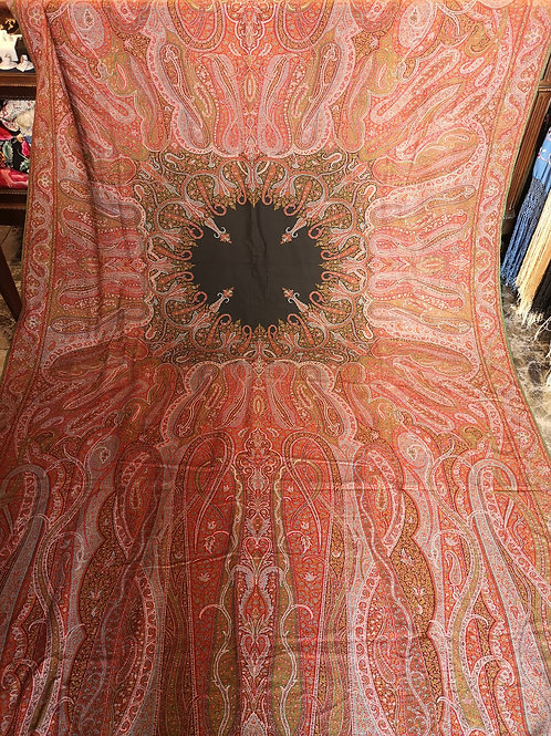 Mantón antiguo alfombrado