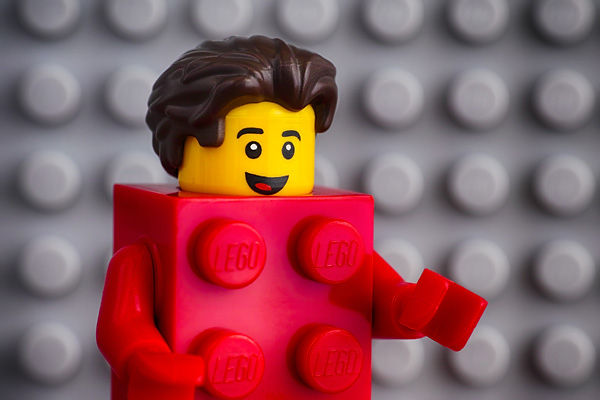 Red_legoman_closeup.jpg