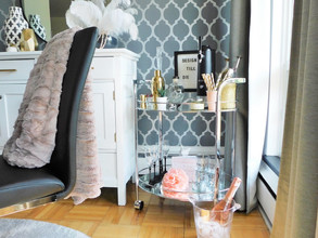 Can a throw blanket be styled in a dining room