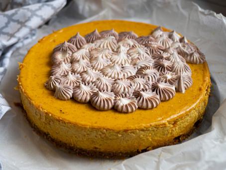 Pumpkin Spice Sernik - aromatyczny, kremowy, dyniowy sernik z kremem cappuccino.