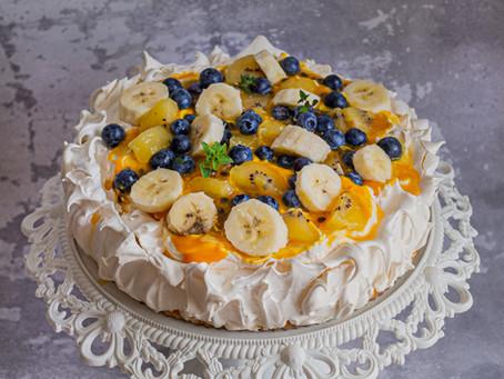 Królowa PAVLOVA - przepis na lekki, prosty, ikoniczny, letni deser.
