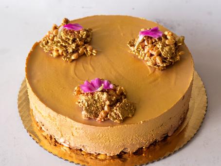 ENTREMET - francuski, elegancki torcik z musem z różowej czekolady i chrupiącym spodem.