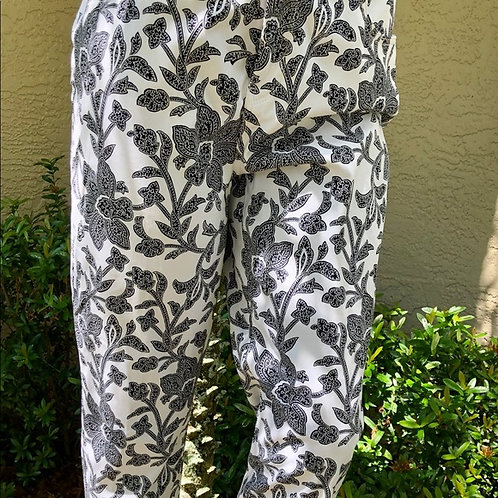 CHICO's Sz 3 NWT White/Black Floral White Crop Pants