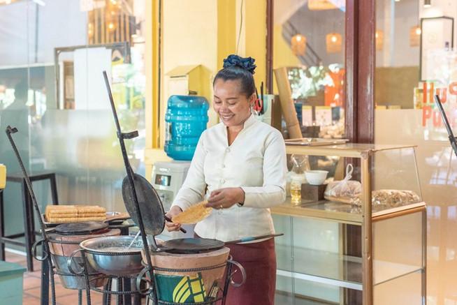 【カンボジアの伝統お菓子ノムトムムーンの手作り体験をしてみませんか?】