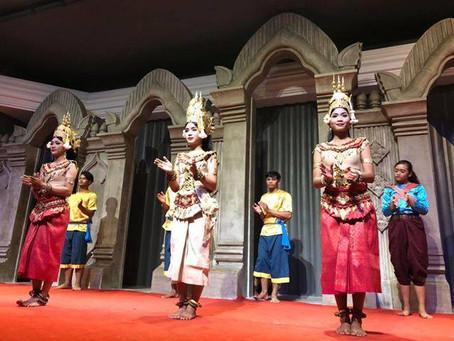 【カンボジアの伝統的舞踊〜アプサラダンスショー〜】