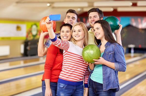 RF-teens-taking-selfie.jpg