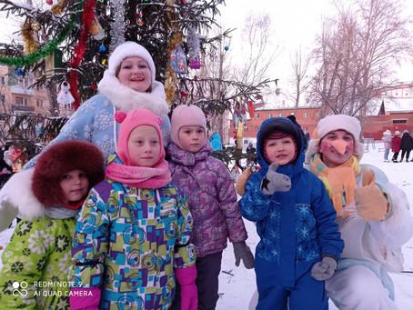 Новогодний праздник во дворе доме по ул. Яблочкова, 31