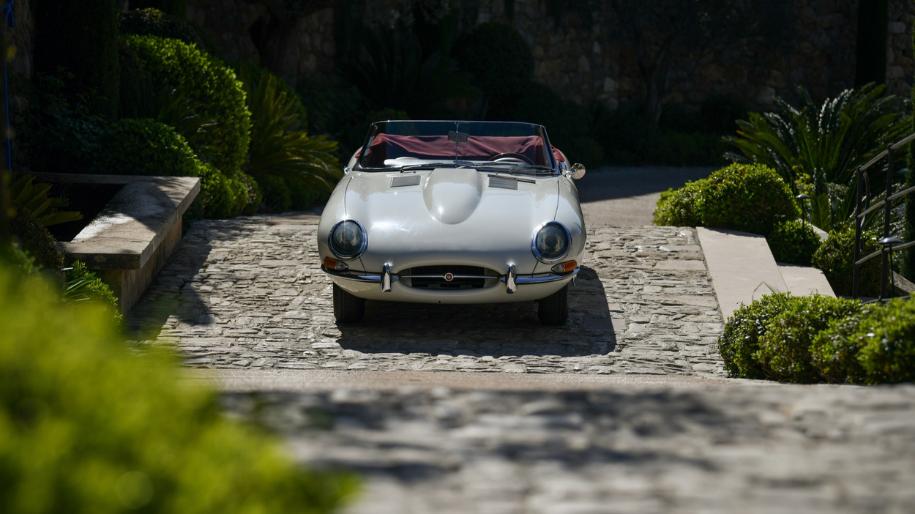 jaguar e type roadster 1961 for sale 01.