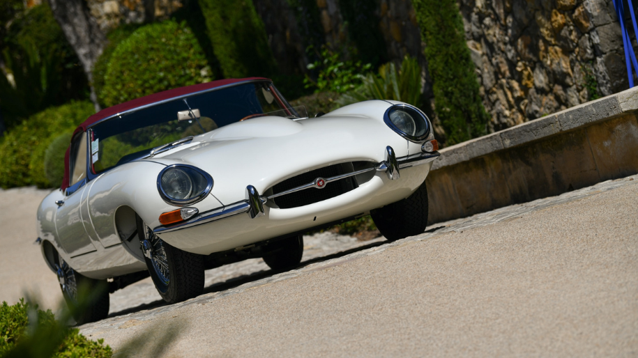 "1961 JAGUAR E TYPE SERIES 1 ""FLAT FLOOR"""