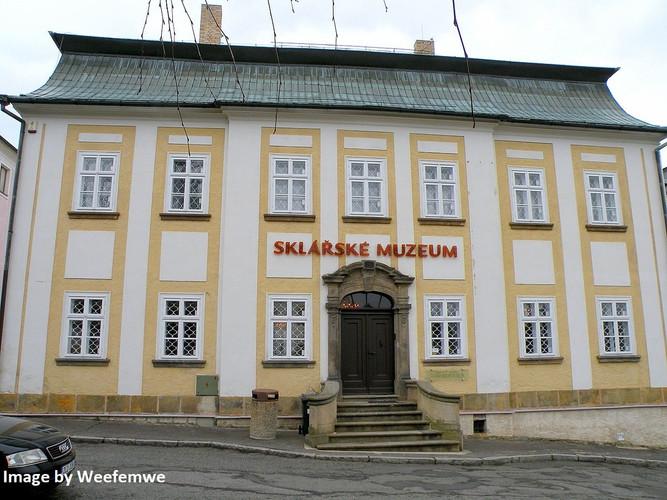 Novy_Bor_glasmuseum.jpg