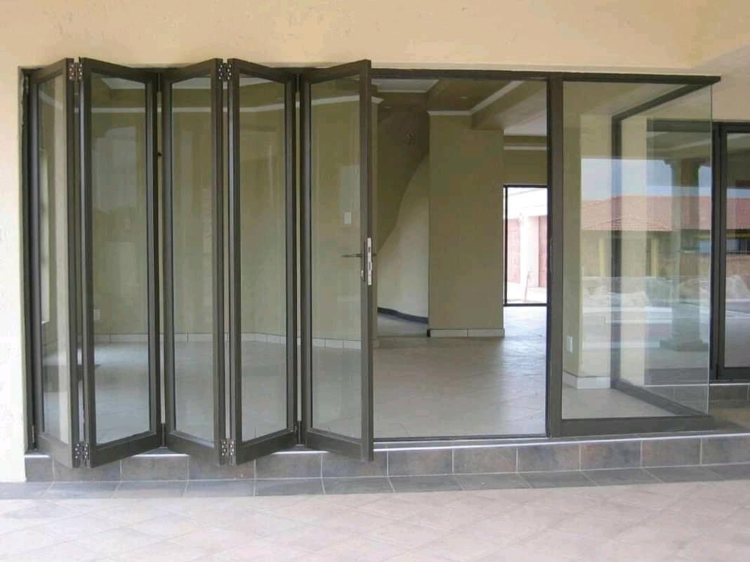 Flolding 5 Panel Door