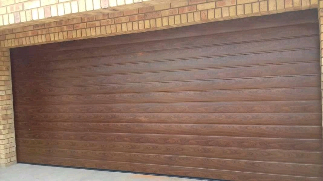Horizontal Woodlook Steel Garage Door
