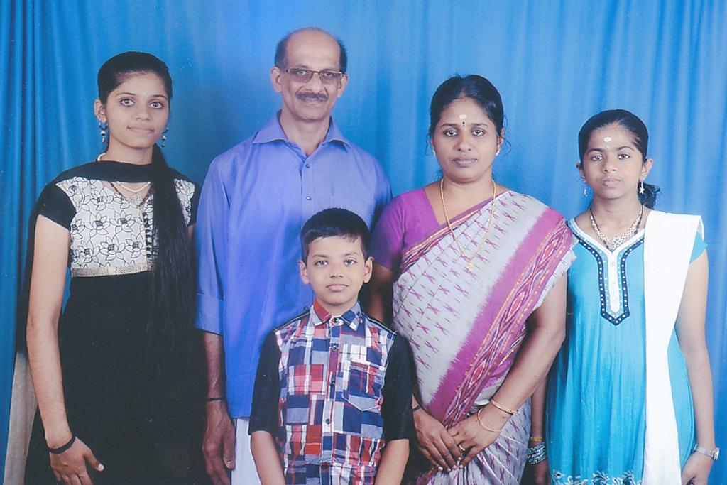 ravi and family.jpg