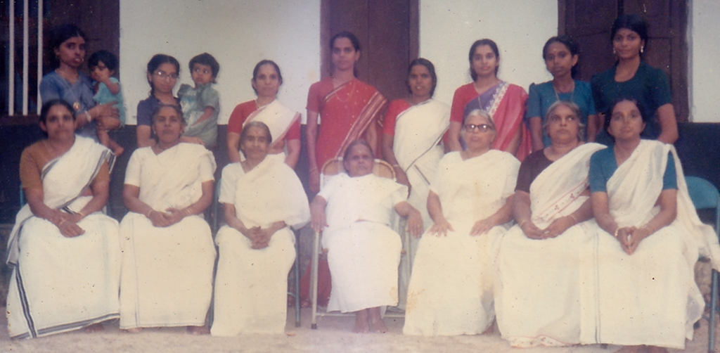 group photo female vasuaphans veli.jpg