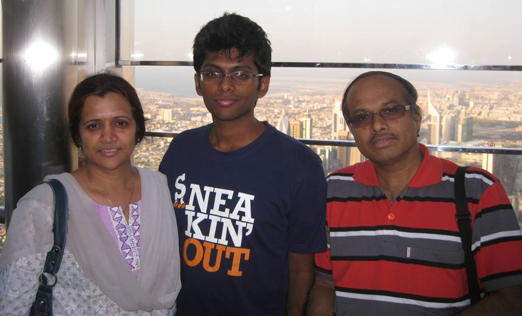 Vasudevan sakthikave with family.JPG