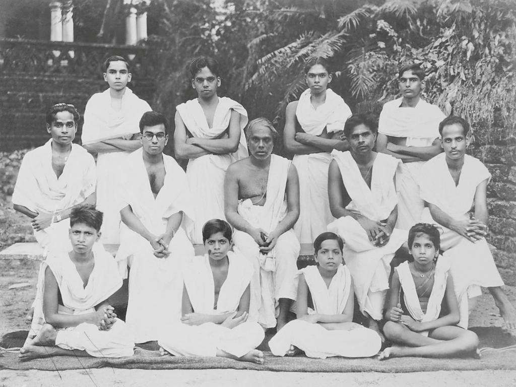 group photo males 1945.jpg