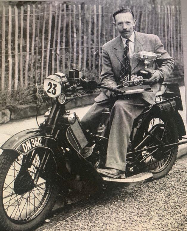 captain tom moore photo portrait