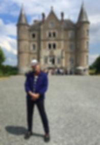 London Caricaturist Mr Sketchum at the Chateau de la Motte Husson