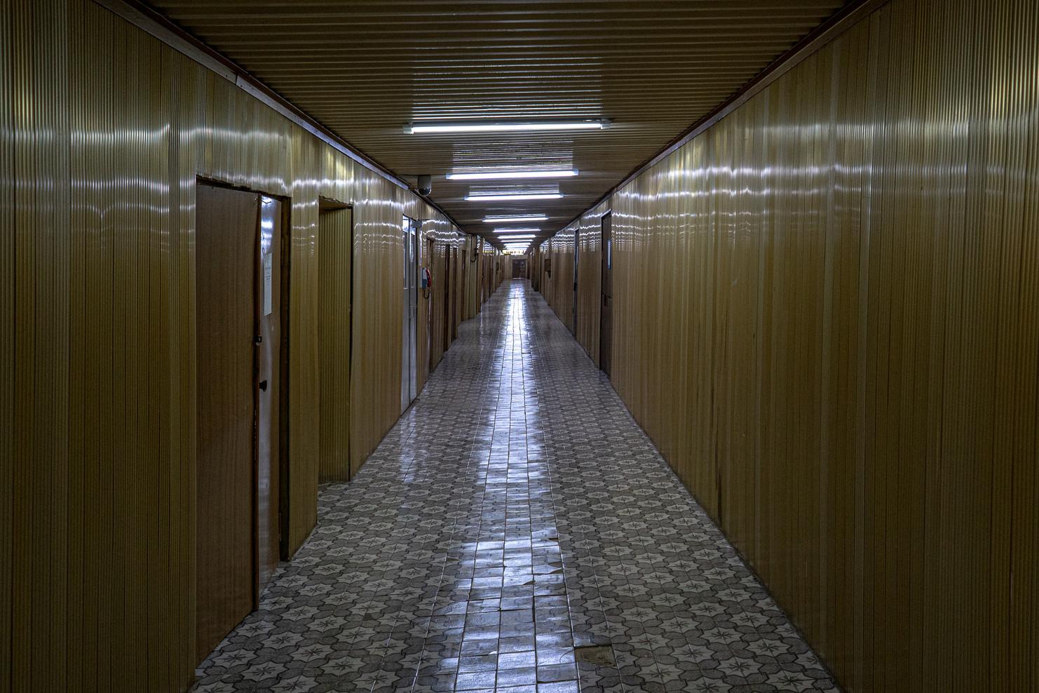 Couloir doré, courant sur toute la centrale