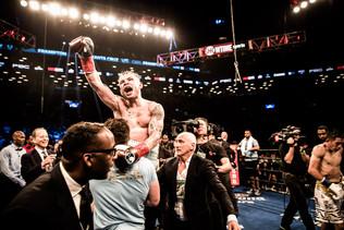 Frampton Defeats Santa Cruz For WBA Featherweight World Championship