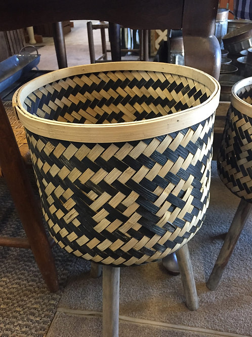 Basket planter with legs