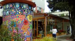 Ochoymedio Café, La Floresta Neighbo