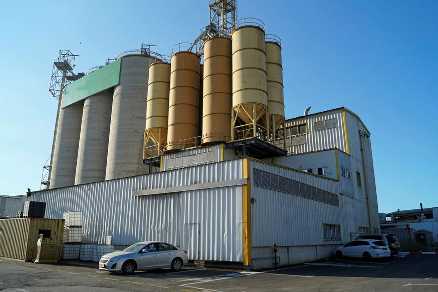 Take a tour of Raanan Fish Feed's operation in Israel