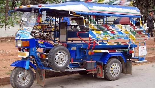 Volunteer English teachers can travel via tuk tuk