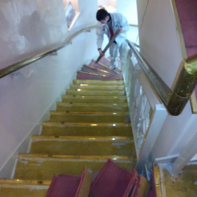 Instagram - 階段回りカーペット撤去作業