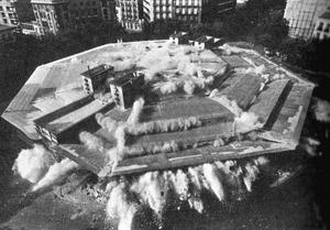 The old municipal market building on Plaza de Olavide being demolished