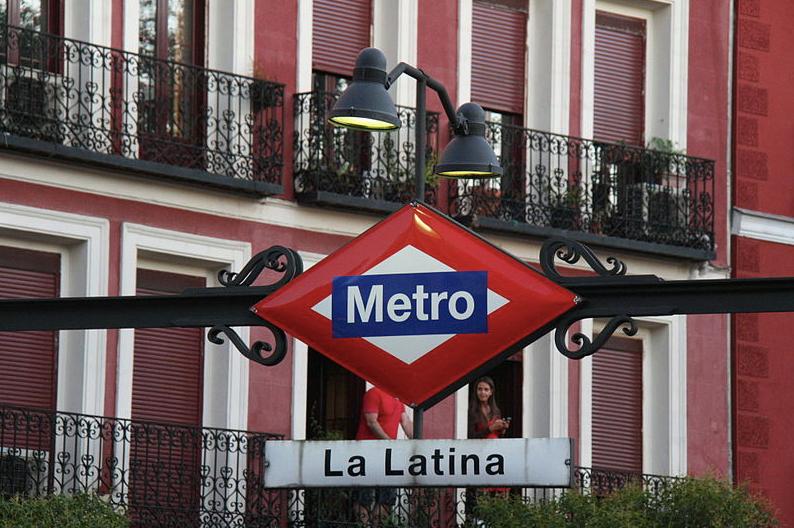 La Latina Metro sign