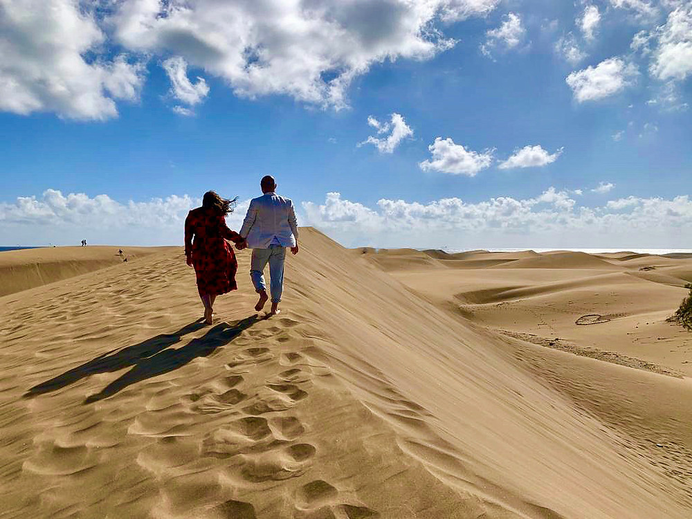 Karina & me walking on the dunes at Maspalomas