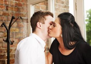Couple giving dos besos