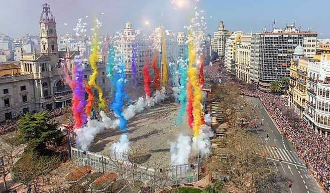 Paella & pyrotechnics - A Valencia walking tour with photographer Paul Knowles | When in Spain Ep.67